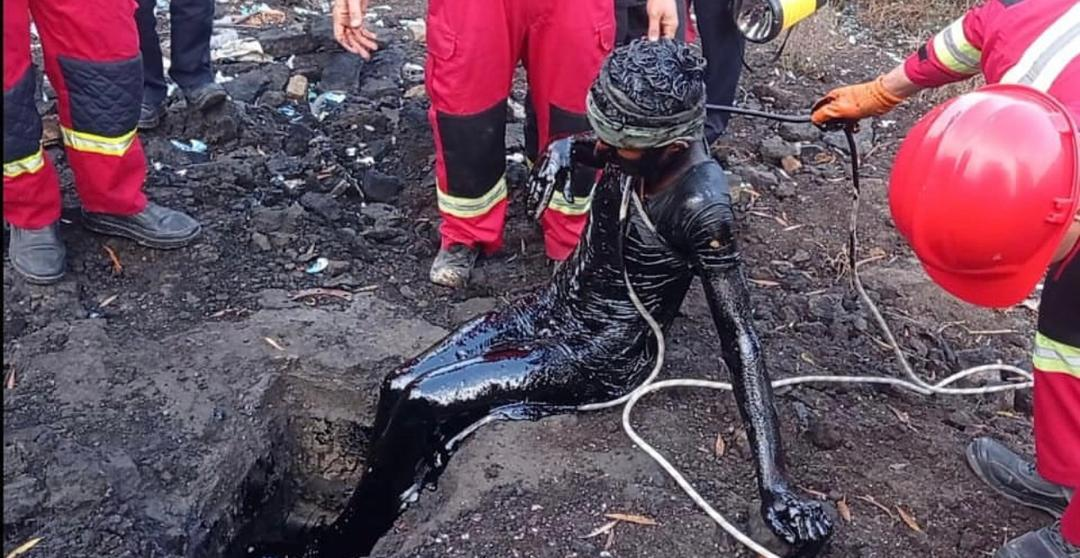 نجات معجزه آساي فرد محبوس شده در مخزن نفت سياه پس از ٢ روز
